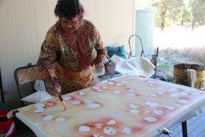 Dr Pamela CroftWarcon working on a collaborative painting